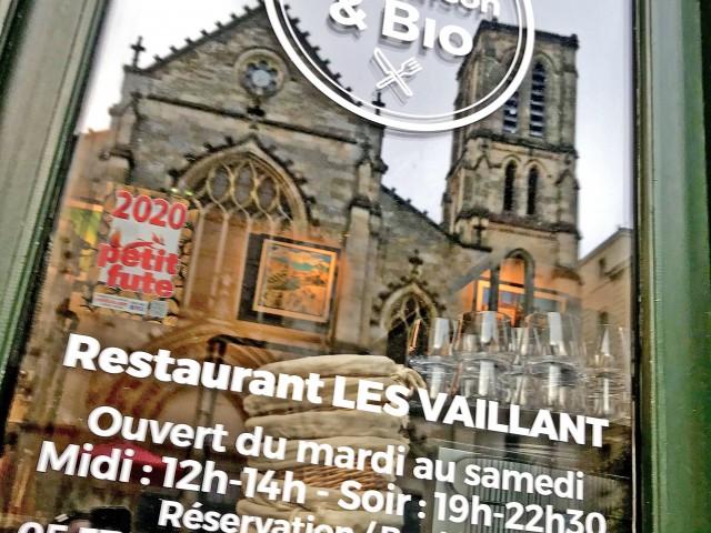 LES VAILLANT Notre terrasse face à l'Eglise Saint-Pierre