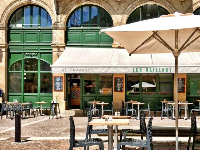 LES VAILLANT Notre terrasse sur la Place Saint-Pierre